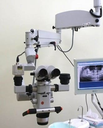 Endodoncja Mikroskopowa – leczenie kanałowe pod mikroskopem